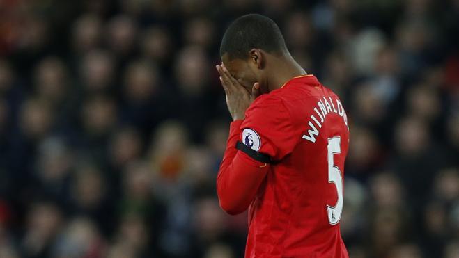 El Liverpool no podrá fichar canteranos durante un año