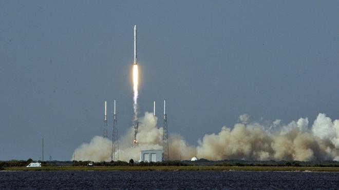 SpaceX quiere reutilizar el cohete más potente del mundo al completo