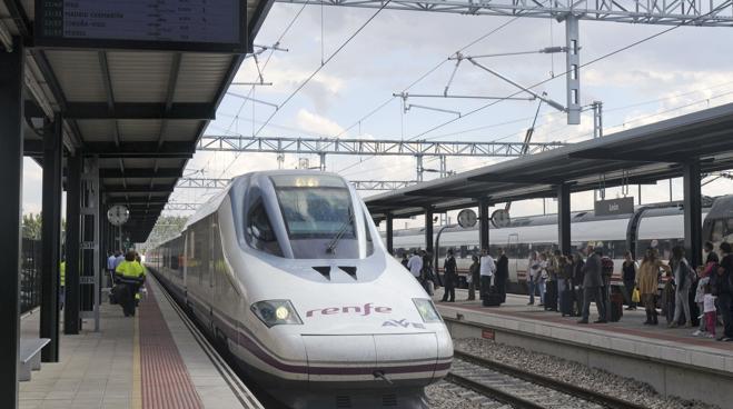 El AVE entre Madrid y Andalucía sufre retrasos de 50 minutos por un fallo eléctrico