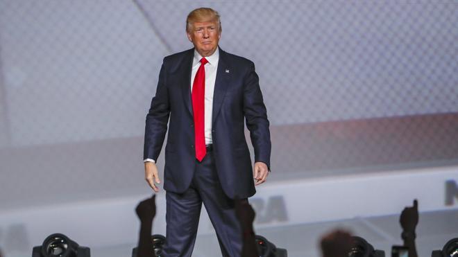 Trump al 'lobby' de las armas: «Tienen un amigo en la Casa Blanca»