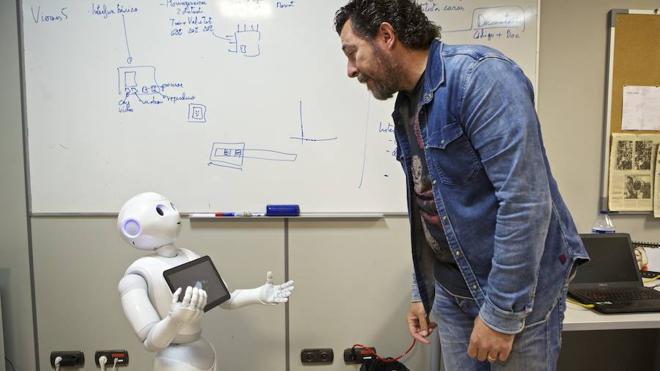 Un robot para mejorar la atención de personas con daño cerebral adquirido