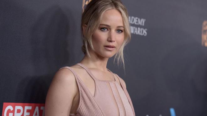 Jennifer Lawrence: si bebes, no bailes sobre una barra