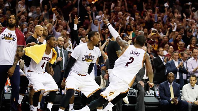 Irving y LeBron ponen a los Cavaliers cerca de la final