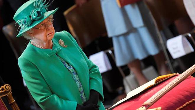 Isabel II se ha visto por fin a sí misma en la serie 'The Crown'