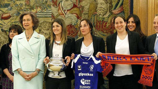 Doña Sofía recibe a las campeonas de la Copa de la Reina