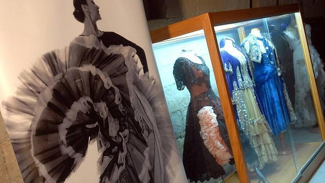 23 comercios de Logroño mostrarán trajes históricos de la Casa de la Danza