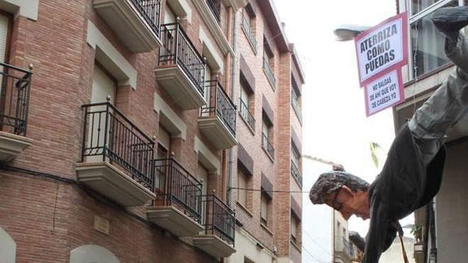 El Judas quemado en Alfaro arde en Cataluña