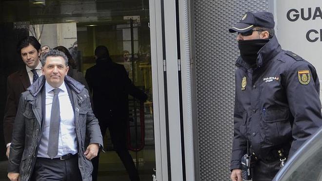 Cuevas presentará una querella por injurias contra Bárcenas