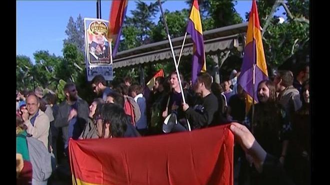 El portavoz del PSOE logroñés, en una concentración a favor de la República