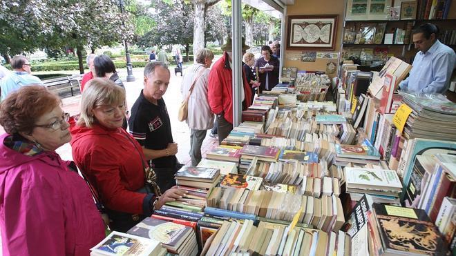 La Feria del Libro Antiguo y de Ocasión incluye un 'photocall' literario