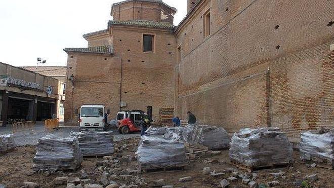 La reforma de la plaza Cervantes en Alfaro arranca por la retirada del adoquinado