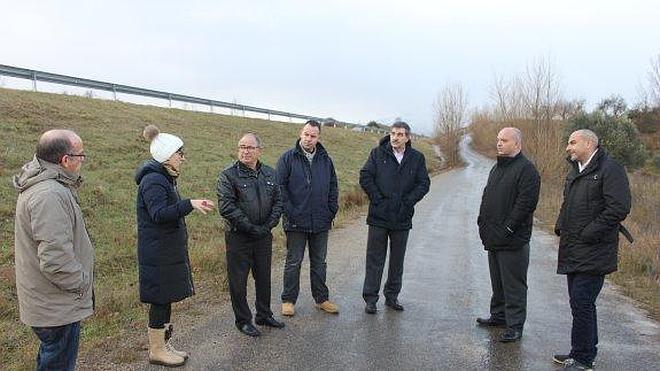 60.000 euros para asfaltar los caminos de servicio de la variante de Arnedo