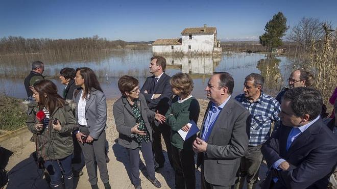 Tejerina compromete 3,6 millones para paliar los daños de la crecida del Ebro en La Rioja