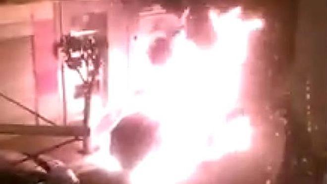 Sorprendente incendio de un coche en la calle San Prudencio