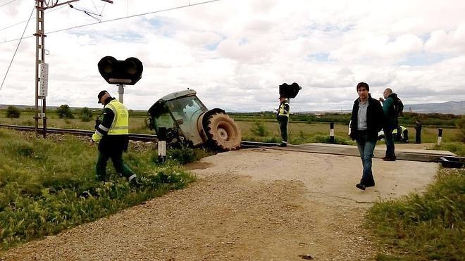 Un tren arrolla a un tractorista cerca de Rincón de Soto