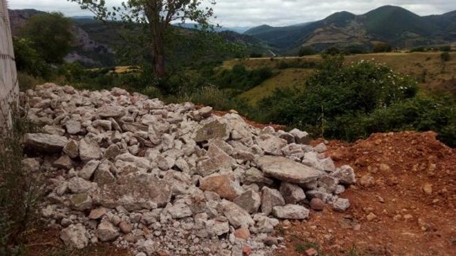 Un paisaje y los escombros en Nestares
